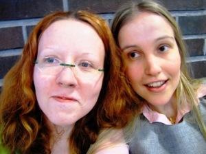 Minna ja Soili työhuoneella Leppävaarassa