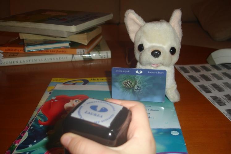 Kuva 4. Normiasiakas: tiedonjanoinen, tarkkaavainen ja innostunut – ja aina kirjastokortti mukana!