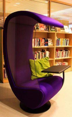 30. tammikuuta 2013 kirjastoon saatiin kolme Studio Antti E:n Silence Chairia. Niistä tuli heti opiskelijoiden suosikkeja.
