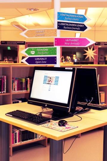 Joulukuussa 2013 asennettiin Laurean markkinoinnin suunnittelemat opasteet kirjastoon. Näiden opasteiden takana on henkilökunnan huomaama opiskelijoiden vaikeus löytää kirjoja. lehtiä sekä hiljaista työskentelytilaa.