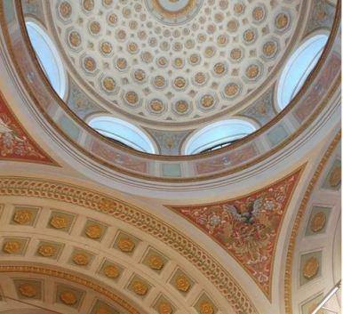 Yhden kamalan hienon kirjaston aivan mahdottoman hieno katto (Kansalliskirjaston kupolisali)