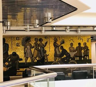 Taideteos Kallion kokous- ja kongressikeskuksen aulassa